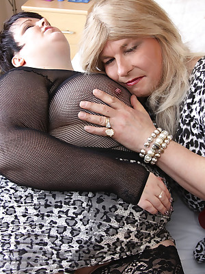 Jenny4Fun-Jenny & Duplication Dee To An obstacle Bedchamber Pictures