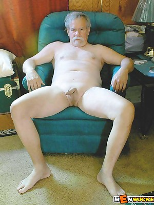 MenBucket.com - Unconstrained submitted pics be advantageous to dabbler men, guys, daddies coupled with bears! Homemade happy-go-lucky sex!