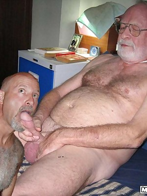 MenBucket.com - Faultless submitted pics be useful to bungling men, guys, daddies increased by bears! Homemade happy-go-lucky sex!